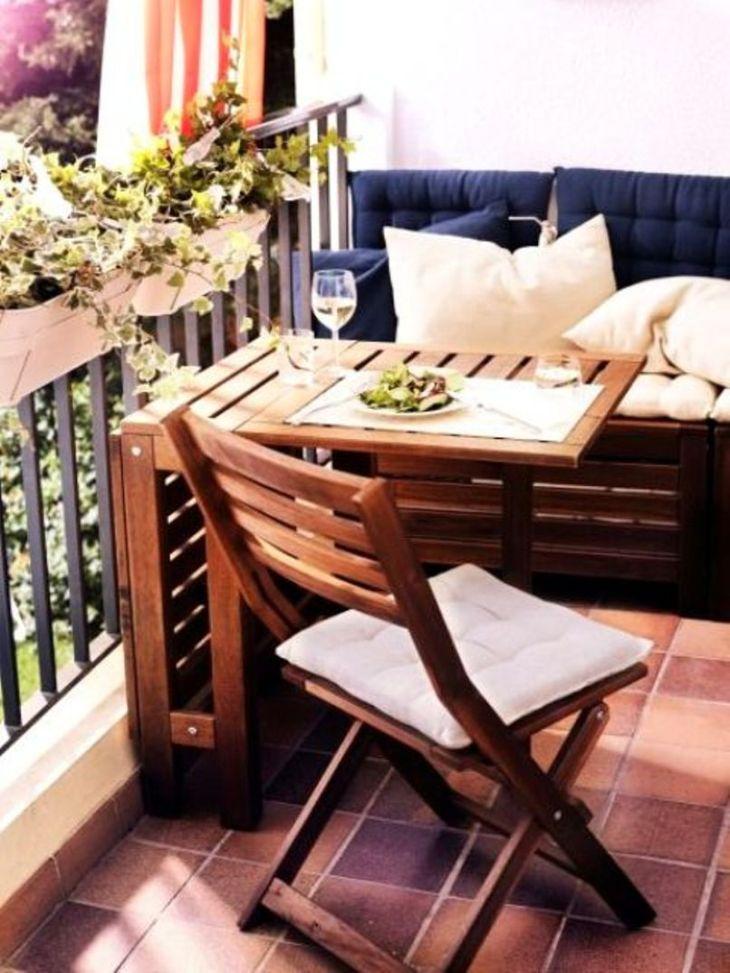 A-cozy-balcony