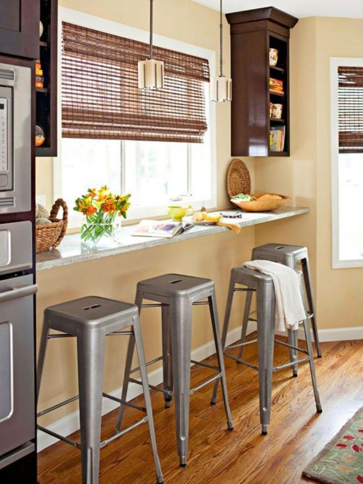 Inviting-and-cozy-breakfast-nook