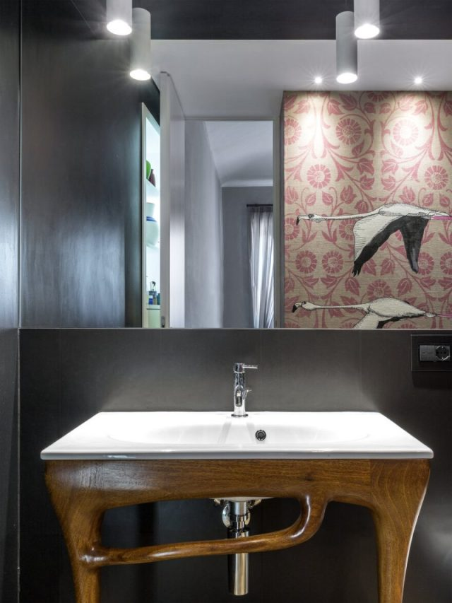An Apartment With Gorgerous Wallpapers 6