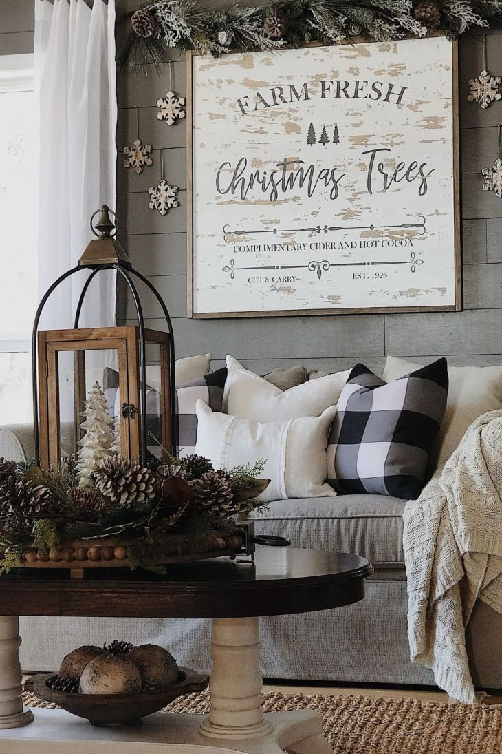 Cozy christmas living room Sophisticated Christmas Living Room Decoration Ideas To Invite More Holiday Spirit