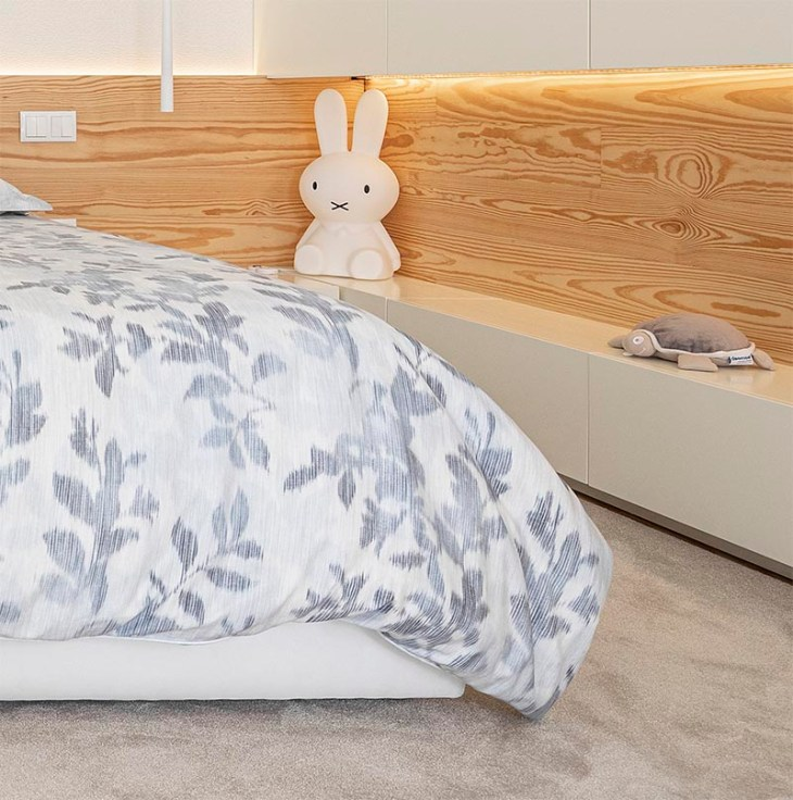 Bedroom with a wrap-around wood accent for a warm glow feeling 2