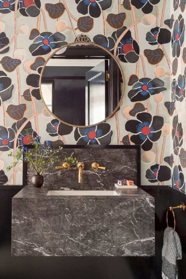 Sexy And Intimate Feeling With Black Color To Design Your Bathroom This Year
