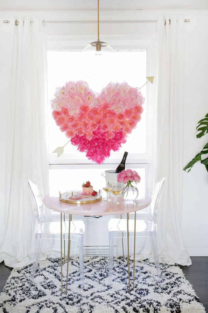 Display a heart made of roses Full Of Love Valentine Days Decoration For Your Most Memorable Moments