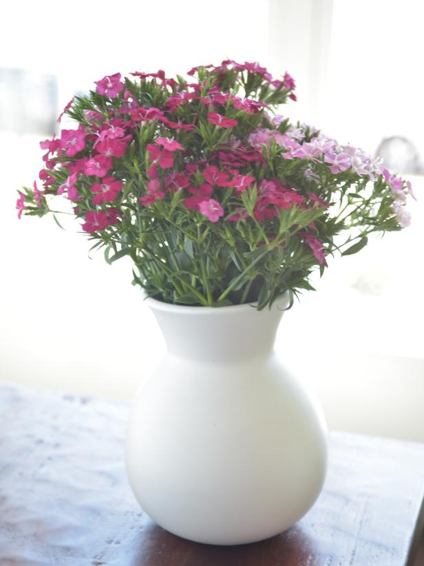 15 Spring Centerpieces You Can Make in 5 Minutes