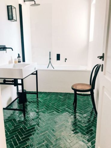 03-a-neutral-bathroo-spruced-up-with-dramatic-black-touches-and-an-emerald-tile-floor-with-a-herringbone-pattern