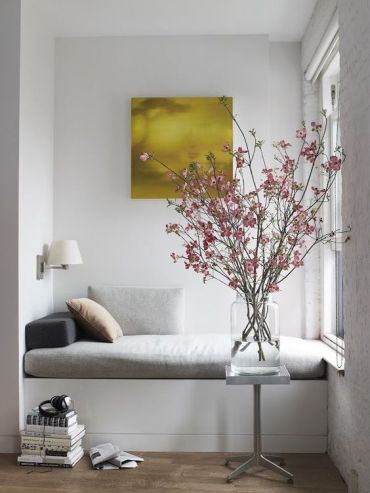 Perfect-reading-corner-with-a-bold-art-above