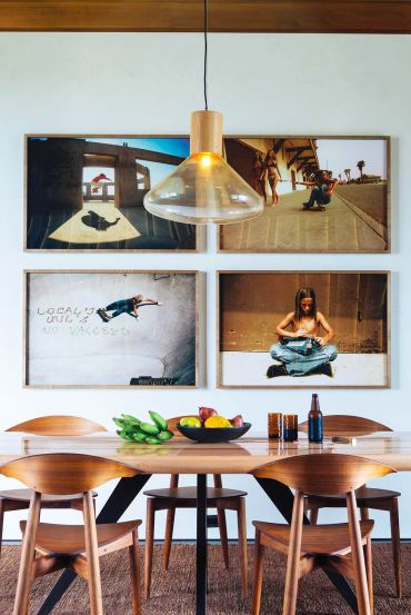 Gallery-wall-ideas-05-nicolehollis-kona-coast-retreat-hawaii-table-t-1581530431