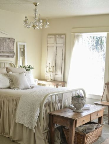 13-an-old-metal-bed-a-wooden-coffee-table-a-basket-for-storage-make-this-room-rustic-and-cozy