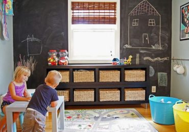 Playroom-with-chaclboard-wall-and-rattan-baskets-768x538