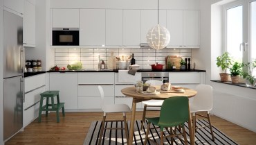 Relaxed-scandinavian-kitchen-striped-rug-schoolboy-chairs