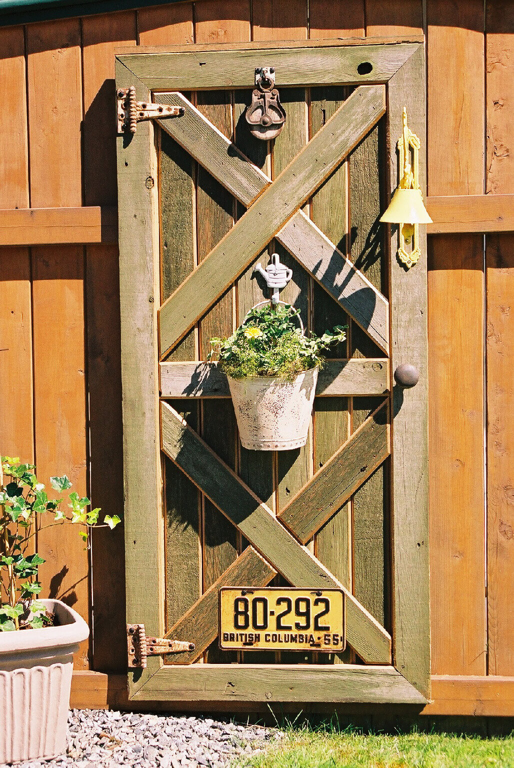 Outdoor Decoration Ideas with Old Stuff