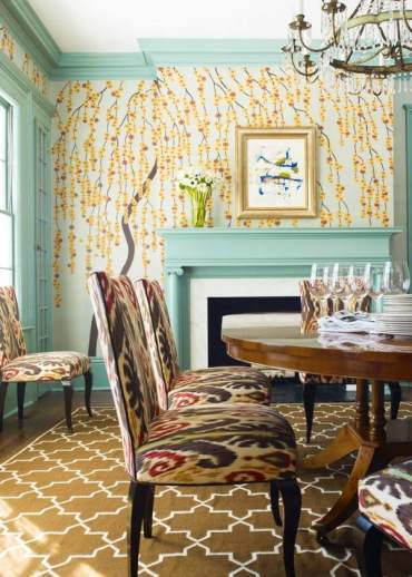 Eclectic-dining-room-design-floral-wallpaper-blue-accents-upholstered-chairs