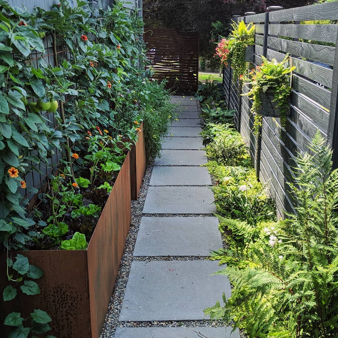 How-to-landscape-small-yard-take-advantage-of-side-yard