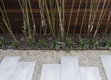 Julie-farris-manhattan-garden-pavers-gravel-path-steel-edging-bamboo-gardenista-dsc-1777-e1470797988245
