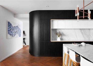 Marble-black-and-white-kitchen-tomroephotog-e1595813011571