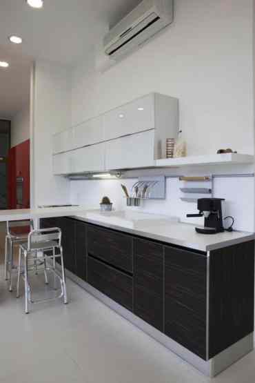 Open-layout-black-and-white-kitchen-3-768x1151