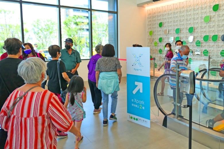 往Xpark手扶梯上2樓 | Xpark展覽往右 | 置地廣場 | 青埔 | 桃園 | 巡日旅行攝