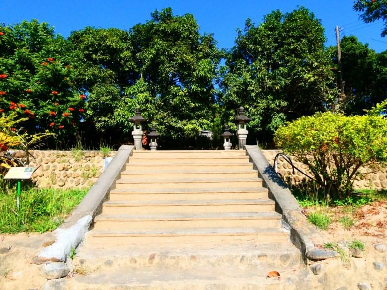 神社石階 | 過去供奉神祉的本殿 | 大內國小校內神社遺跡 | 大內區 | 台南 | RoundtripJp