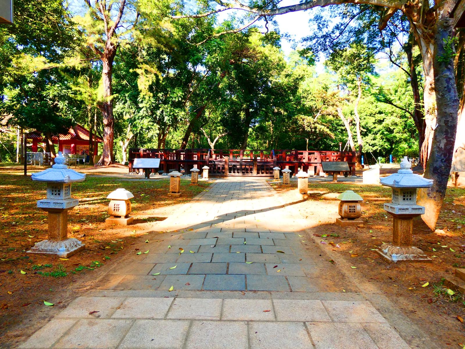 第一代嘉義神社遺跡 | 石參道 | 石燈籠 | 保存良好 | 日本黑松 | 嘉義公園 | RoundtripJp
