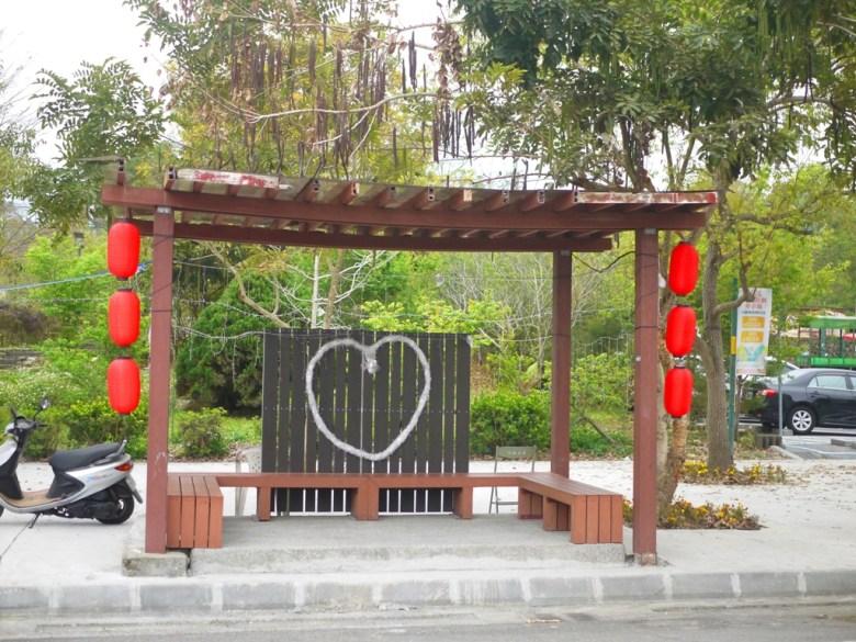 石馬公園公車候車亭 | 日式氛圍 | 紅白燈籠 | 櫻花公園 | 日式公園 | ルーグー | Lugu | Nantou | RoundtripJp
