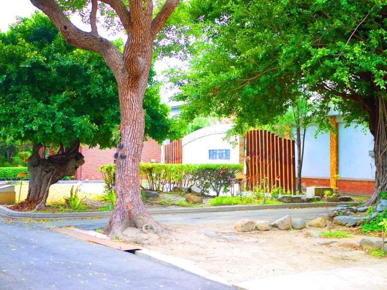 清水公學校一隅 | 畫面左邊為小學出入口 | 清水 | 台中 | チンシュイ | タイジョン | RoundtripJp
