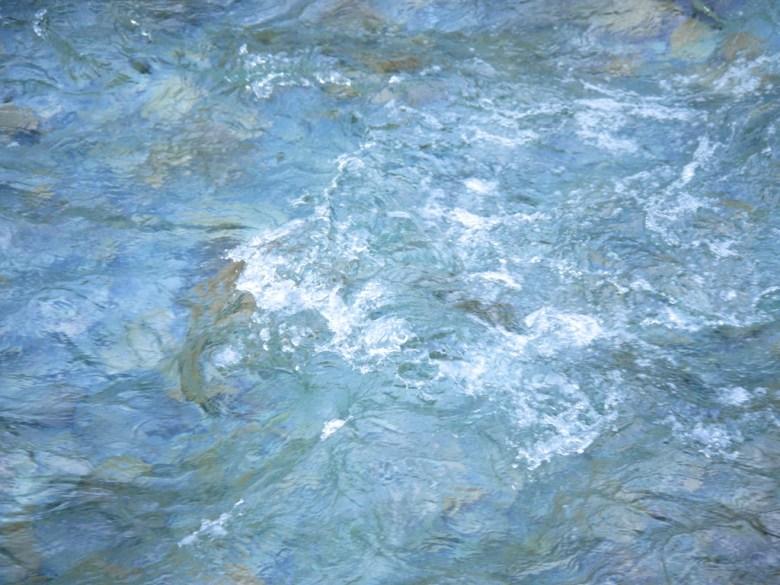 清澈湍急的溪流 | 山泉水 | 奧萬大國家森林遊樂區 | レンアイ | ナントウ | RoundtripJp