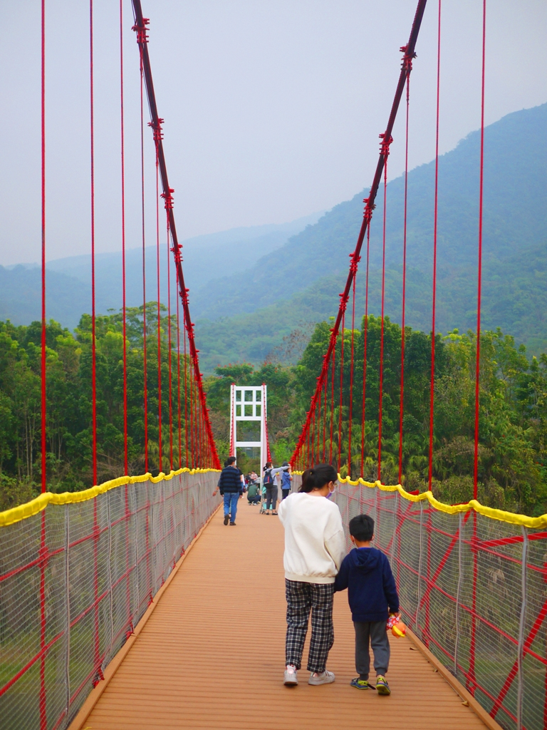 綿延不絕的大紅色吊橋   迎向遠山   橫斷青い溪流   台灣旅人   Takeyama   Zhushan   Nantou   巡日旅行攝