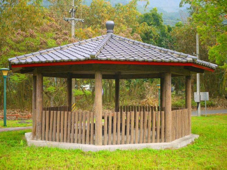 原木打造的中國式涼亭   被大自然包圍   青綠色草地   Takeyama   Zhushan   Nantou   巡日旅行攝