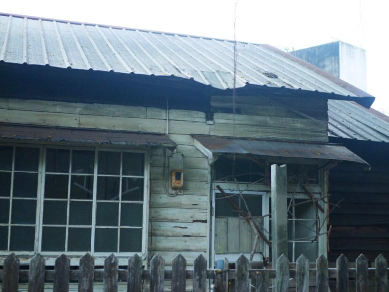 一旁尚未修繕好的木造建築 | 斗六雲中街日式宿舍群 | 斗六 | 雲林 | ドウリウ | ユンリン | RoundtripJp