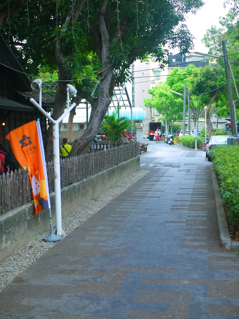 日式宿舍後方 | 舒適好走的步道 | 一旁為台灣傳統民宅 | 斗六雲中街日式宿舍群 | 斗六 | 雲林 | ドウリウ | ユンリン | 巡日旅行攝