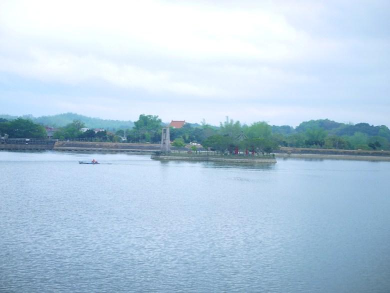 虎月吊橋 | 情人橋 | 搭船遊埤 | 虎頭埤風景區內 | シンホワ | たいなんし | RoundtripJp