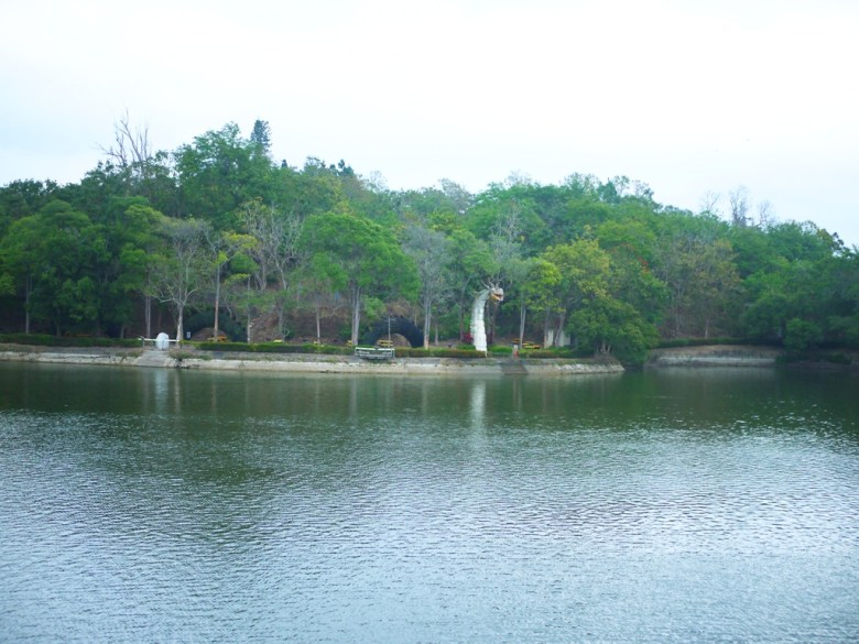 虎頭埤沿岸風光 | 景觀藝術 | 台灣第一水庫 | 搭船遊埤 | 虎頭埤風景區內 | 新化 | 台南 | 巡日旅行攝