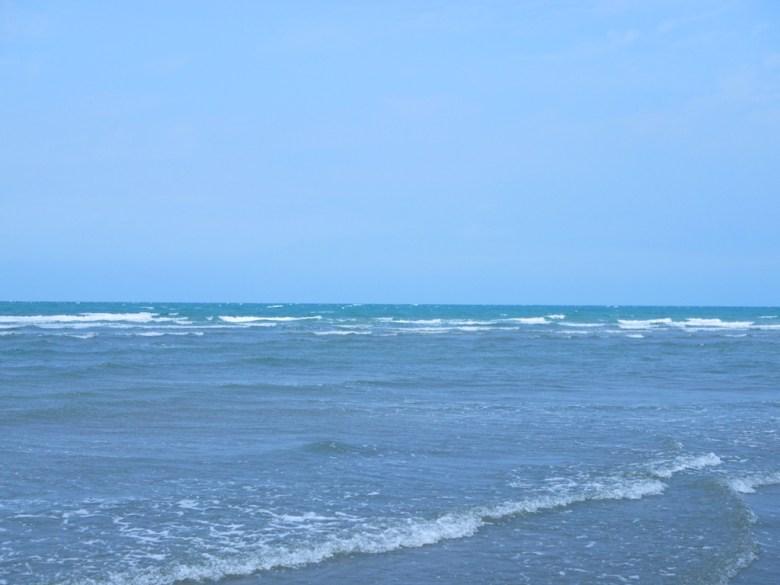 藍色大海   白色浪花   安靜的海灘   隱世秘境   苑港觀光漁港秘境海灘   ユエンリー   ミアオリー   RoundtripJp
