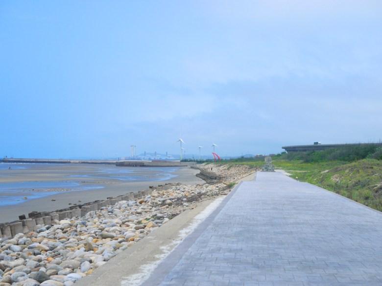 海岸步道   風機   海港小鎮   情人橋   苑港觀光漁港秘境海灘   ユエンリー   ミアオリー   RoundtripJp
