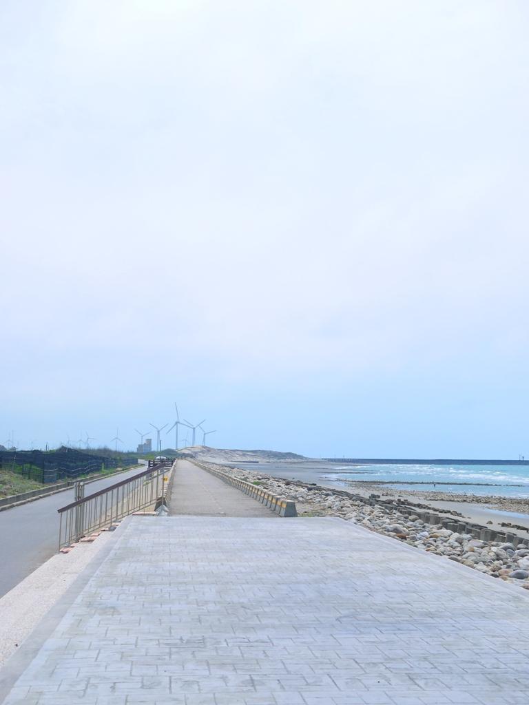 陽光燦爛   一望無際   人煙稀少   秘境海灘   苑港觀光漁港秘境海灘   ユエンリー   ミアオリー   RoundtripJp