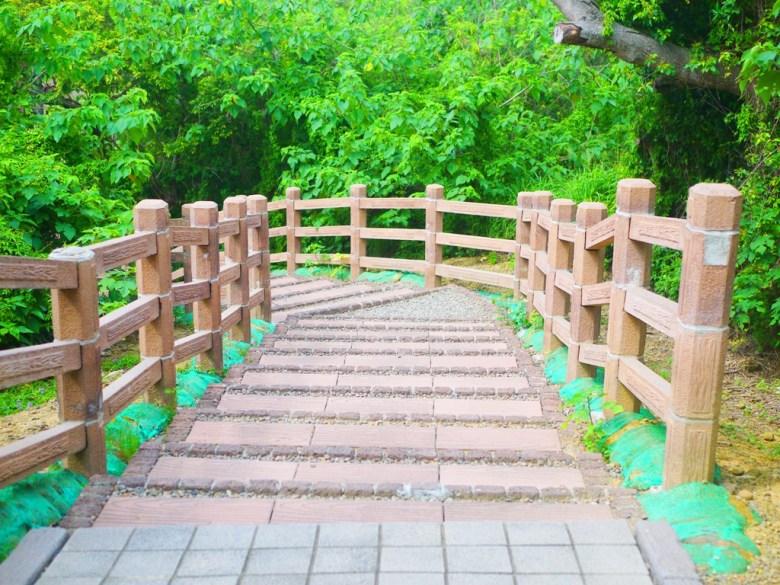 從崎頂觀景台往崎頂隧道文化公園方向 | 沿途美麗的木柵欄步道 | チーディン | ジューナン | ミアオリー | 巡日旅行攝