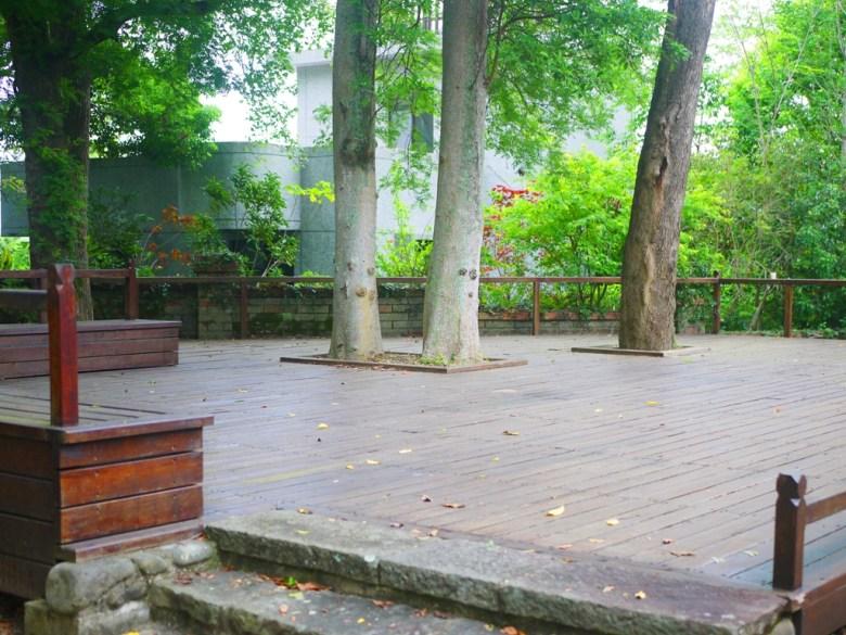 日式宿舍後方的木造平台 | 自然清幽 | 和風氛圍 | Nanzhuang | Miaoli | ナンジュアン | ミアオリー | 巡日旅行攝