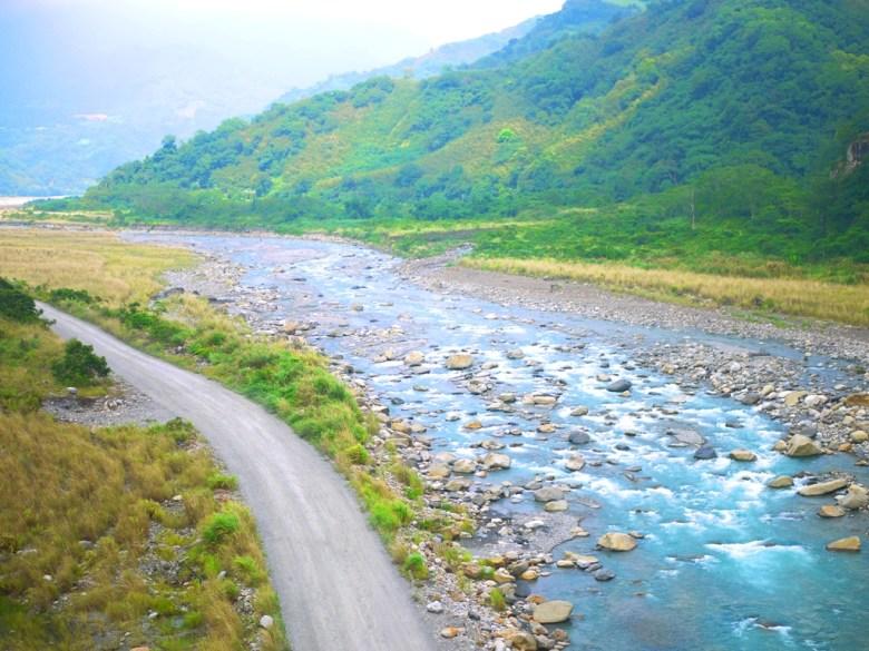 從象鼻吊橋鳥瞰 | 絕美的大安溪流 | 千兩山 | 象鼻村 | 部落絕景 | タイアン | たいあん | ミアオリー | Wafu Taiwan | 巡日旅行攝 | RoundtripJp