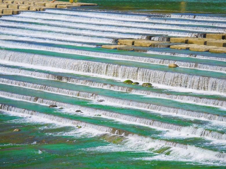 一階一階的往下流   水流的變化   潺潺流水之美   石岡水壩   シーガン   タイジョン   Shigang   Taichung   Wafu Taiwan   巡日旅行攝   RoundtripJp