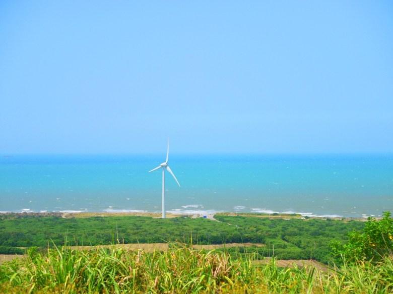唯美白色風車、青空、藍海、美田、森林   彷彿一幅美麗的風景畫   ホウロン   こうりゅう   ミアオリーミアオリー   Wafu Taiwan   巡日旅行攝   RoundtripJp
