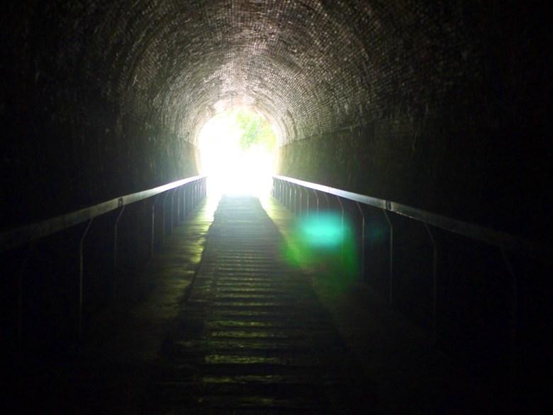 1號舊隧道往林蔭步道望去   越是深入越是黑暗   過港舊隧道   ホウロン   こうりゅう   ミアオリー   Wafu Taiwan   巡日旅行攝   RoundtripJp