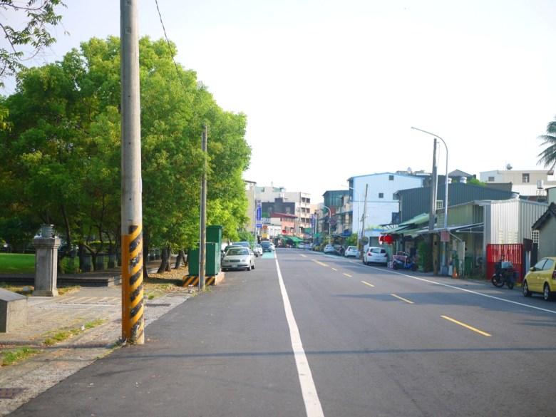 畫面左邊為日式宿舍民雄放送所入口 | 鄉下氛圍 | 台灣街景 | Minxiong | Chiayi | 一抹和風 | 巡日旅行攝 | RoundtripJp