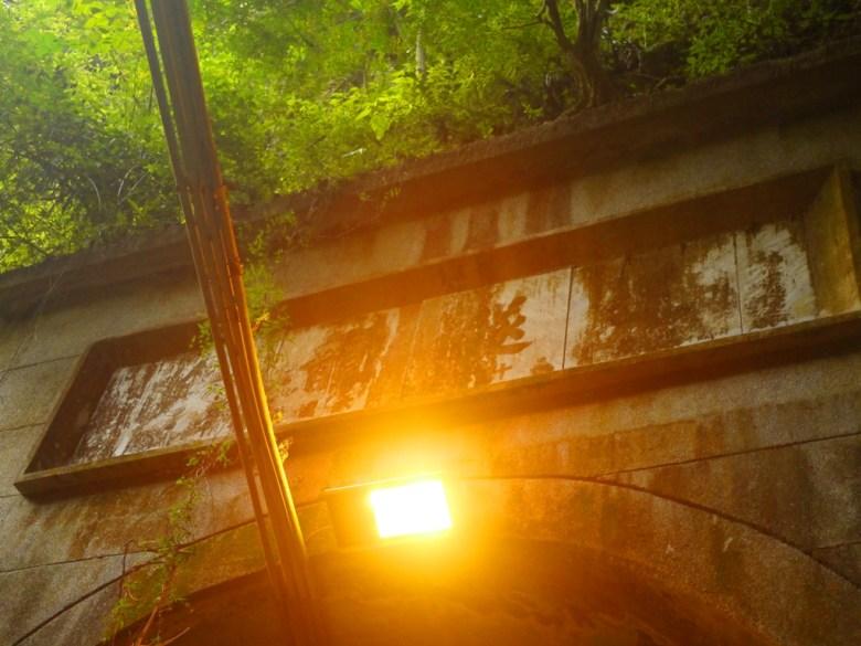 暗黃古意的歷史隧道 | 古老隧道 | 南投以前重要要道 | 現已被台14線、國道6號取代 | 草屯 | 南投 | Caotun | Nantou | Wafu Taiwan | 巡日旅行攝 | RoundtripJp