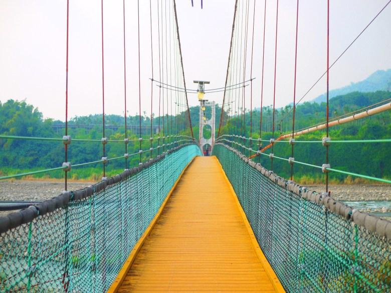 無限延伸綿延不絕的感覺 | 超長的吊橋 | 台灣旅人 | Caotun | Nantou | Wafu Taiwan | 巡日旅行攝 | RoundtripJp