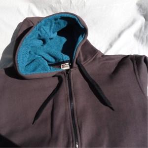 casaco hoodie castanho com cor 50