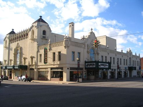 1024px-Coleman_Theater_in_Miami,_OK