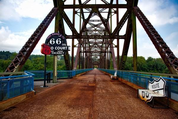 chain-of-rocks-bridge-1618314_1920