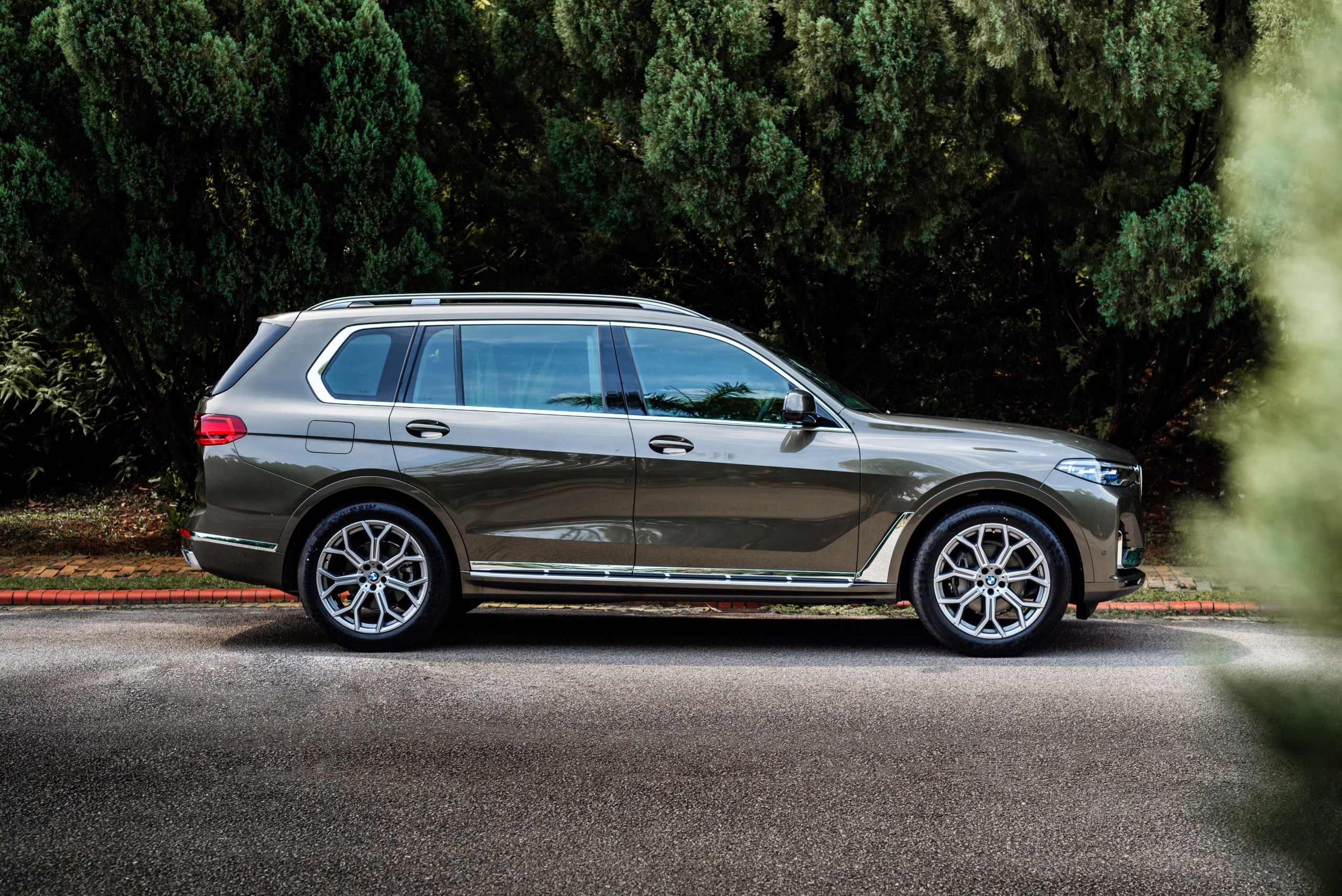 2021 BMW X7 xDrive40i Pure Excellence: Pricing's here, but how does it compare to other luxury SUV's?