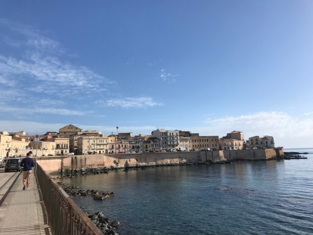 Walk along the walls of Ortigia