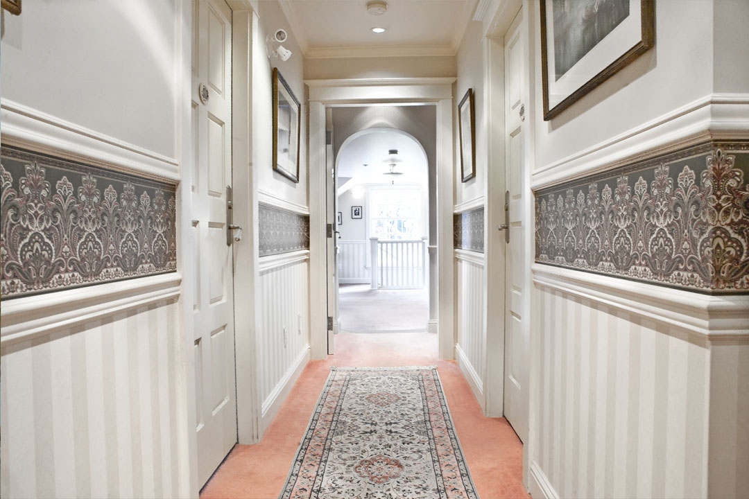 inn-hallway